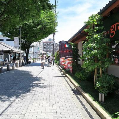 周辺】お店も町の雰囲気が統一されているのです!