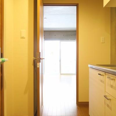 キッチン周りもゆとりがあります。※写真は103号室