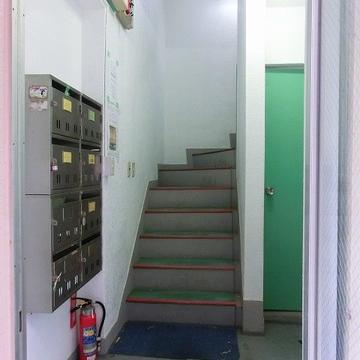 お部屋までは階段です。。