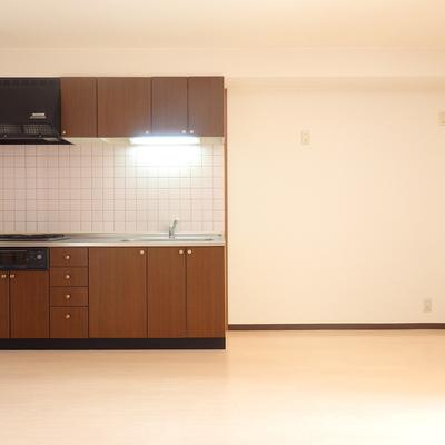キッチン横も広々スペース