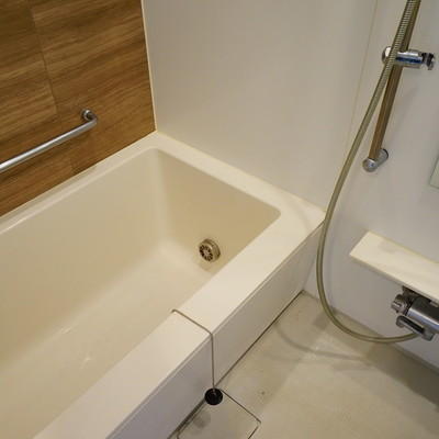 お風呂は追い焚きと乾燥機つい!