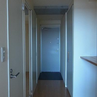 玄関の大きなシューズボックスがうれしいですね※画像は別室です