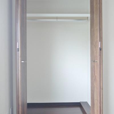 玄関側の洋室にもクローゼット。