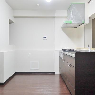 冷蔵庫も食器棚もここに置けます!