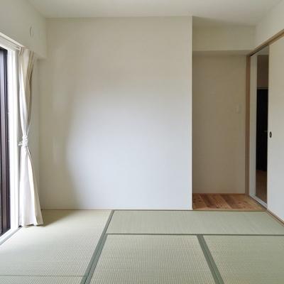 和室にも窓あり。方位は西
