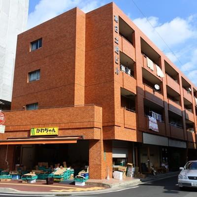 1階は飲食店と八百屋さん。