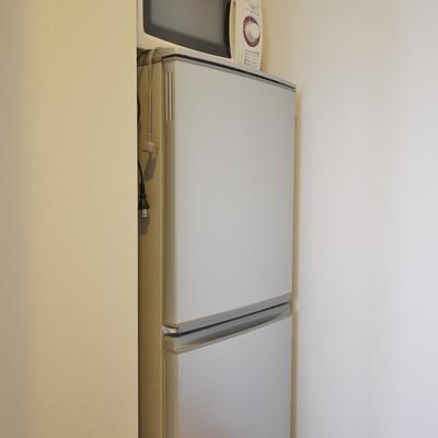 置くには、冷蔵庫と電子レンジ。