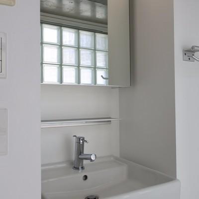 洗面もホワイトで清潔感たっぷり