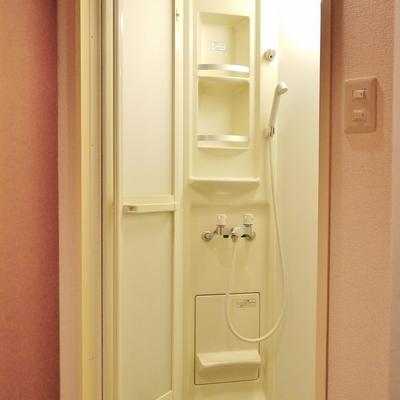 シャワーブースがバスルーム。