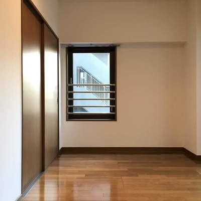 眺望はマンションの駐車場です。