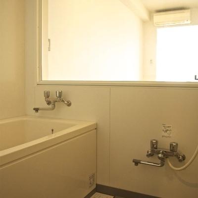 この開放的な浴室!