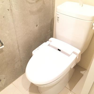 トイレにコンクリ良い!ウォシュレット付きも嬉しいですね