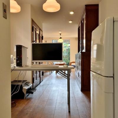 キッチンの隣からお部屋を見ると。