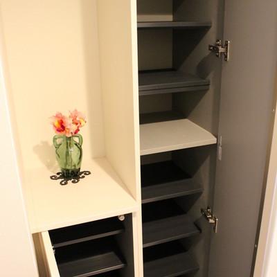 靴箱充実、ちょっとした棚が嬉しい