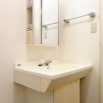 支度が捗りそうな洗面台※写真は4階の同間取り別部屋のものです