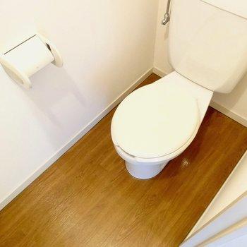 清潔な独立トイレ※写真は4階の同間取り別部屋のものです