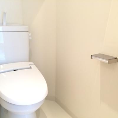 嬉しいウォシュレット付き、トイレは4階です