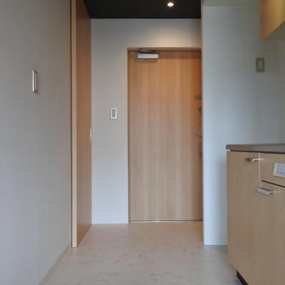 玄関からキッチンまでフラット!シューズボックスは大容量です。