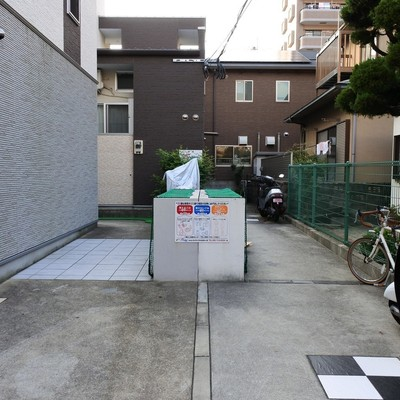 共用部にゴミ置き場が!しっかり管理されています。