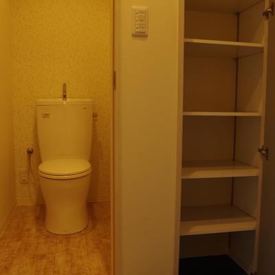 トイレはシンプルに。シューズクロークは稼働棚だからハイカットスニーカーもしまえる!