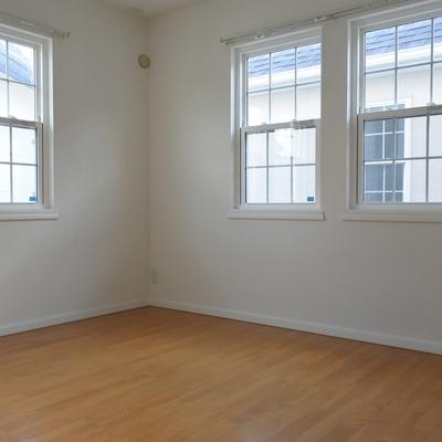 2階はライトブラウンの床です。