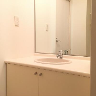 洗面台、シンプルなデザインが素敵です