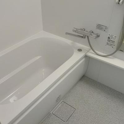 綺麗なお風呂は追い焚きも浴室乾燥機もついています