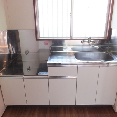 キッチンはガスコンロを設置するタイプ
