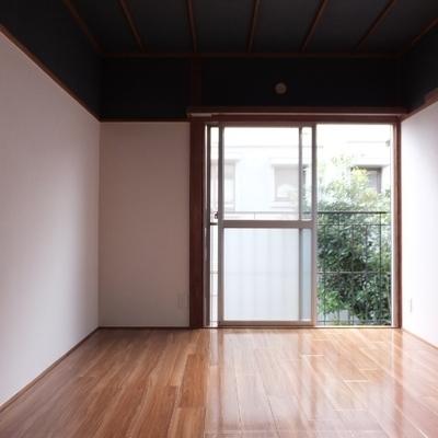 こちらは寝室。6帖あります。セミダブルも置けます