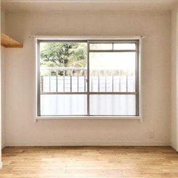 【洋室②】こちらは寝室、書斎としてやプライベートルームにも。