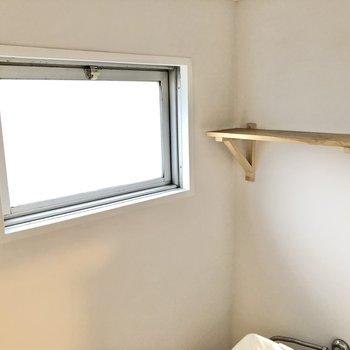 小窓があるので、換気も簡単に。