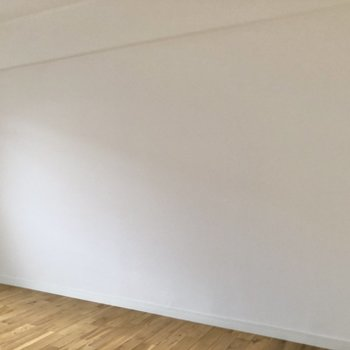 【洋室①】ベッドは壁沿いに置くと良さそう。