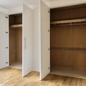 【洋室②】どちらも一緒の大きさで、ボックスなどを入れても使いやすそう。
