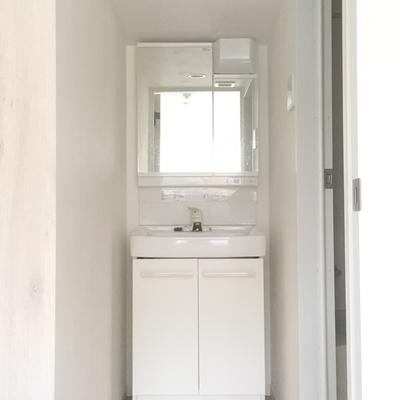 洗面台は独立シンプル!