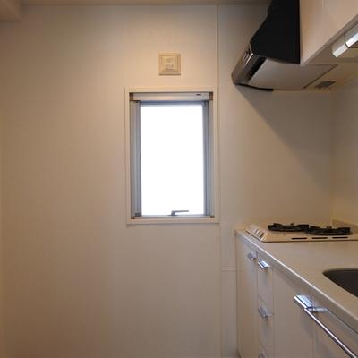 キッチンに小窓がある!嬉しいっ