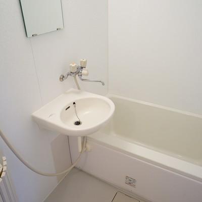 洗面台とお風呂が併設です。