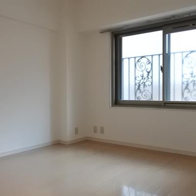 廊下側の居室です
