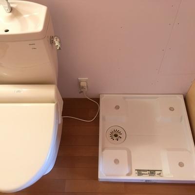 洗濯機はトイレの横!