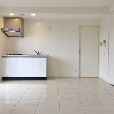 このタイル下には床暖房が備わってます。