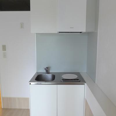 キッチンもコンパクト。*写真は別のお部屋です