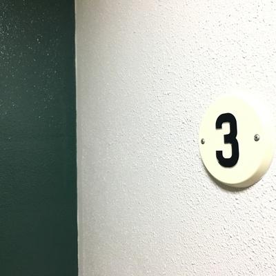 エレベーター降りてすぐに。ヴィンテージライクでかわいい