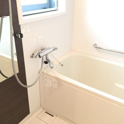 お風呂、綺麗。窓付き最高!