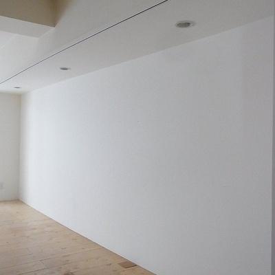 壁一面に収納を想定したスペース ※画像別室