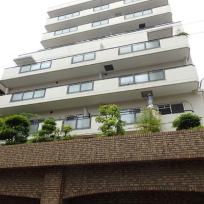 堀江の街に佇むきれいな昭和のマンション