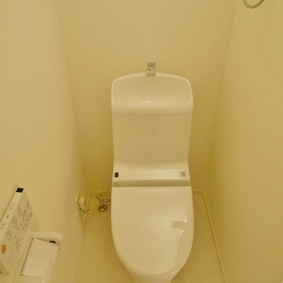 トイレ空間が広いです。写真×2.5倍の空間あり。