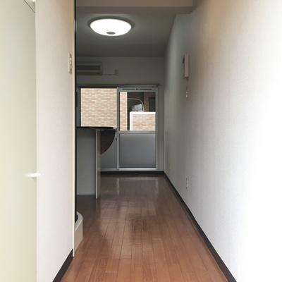 玄関から。ここまでは普通なのです。