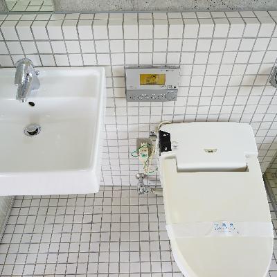 タンクレスで機能的なトイレ※画像は別室です。