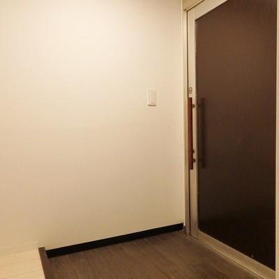 玄関はゆったり。疲れて帰ってきても倒れこまないでね!