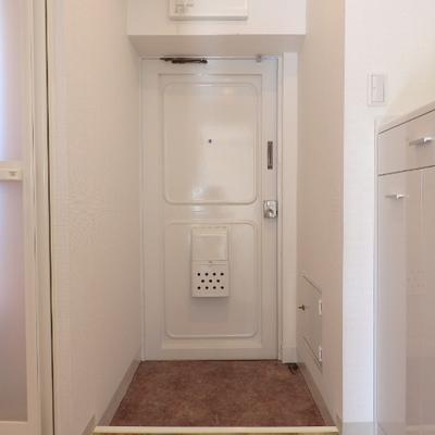 玄関真っ白