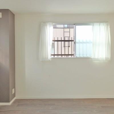 二面採光で明るいお部屋です。